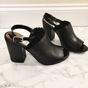 Shoes - New in box black leather block heel sandals 6.5